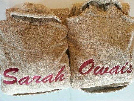 Badjas + Naam GROOT op de RUG borduren €42,-